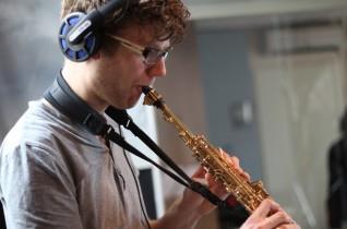 Sjoerd Visser – Leider/Componist, Sopraansaxofoon, Whistles en Uillean Pipes